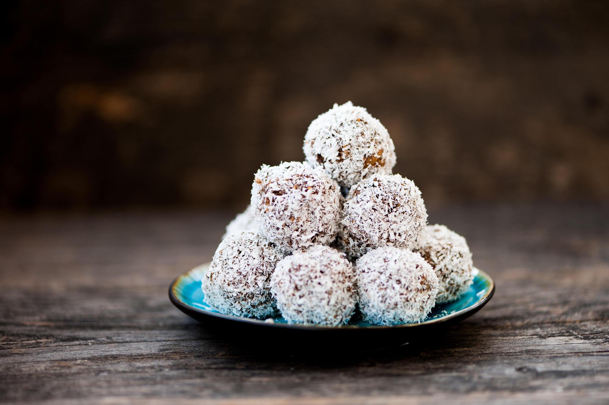 easy chocolate cashew balls