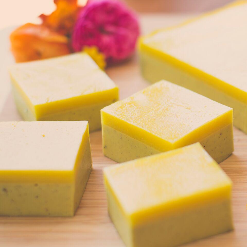 Mango yoghurt gummie slice